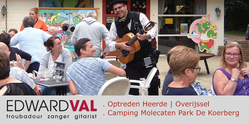 Heerde-Camping-Molecaten-Park-De-Koerberg-Troubadour-zanger-gitarist-Edward-Val-Optreden-boeken-Overijssel-Martins-Vakantiewinkel-Bowling-Koerberg-Duiventil-Mobiele-muzikant-inhuren