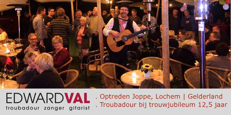 Lochem-optreden-boeken-troubadour-zanger-gitarist-edward-val-trouwjubileum-feest-tent-huren-mobiele-live-muzikant-inhuren-gelderland