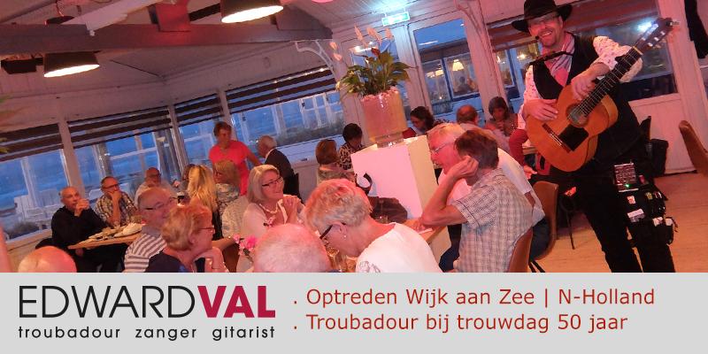 Wijk-aan-Zee-Noord-Holland-Sunseabar-Optreden-troubadour-Edward-Val-Trouwjubileum-50-jaar-Feestelijke-avond-huwelijksjubileum-Mobiele-muzikant