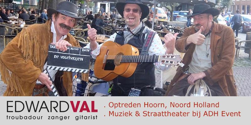 Zanger-gitarist-Edward-Val-Nijkerk-Troubadour-inhuren-Muzikaal-straattheater-Improvisatie-liedjes-Gasten-toezingen-Mobiele-live-muziek-muzikant