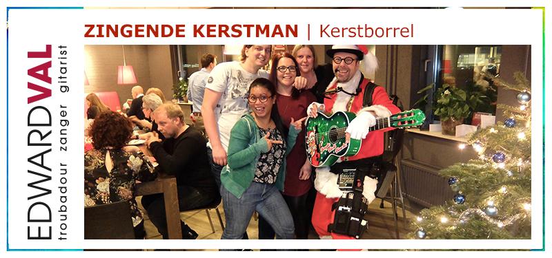 Kerstborrel2 | leuke gezellige kerstman met gitaar kersrtmarkt senioren zorgcentrum kerstborrel troubadour edward val nijkerk