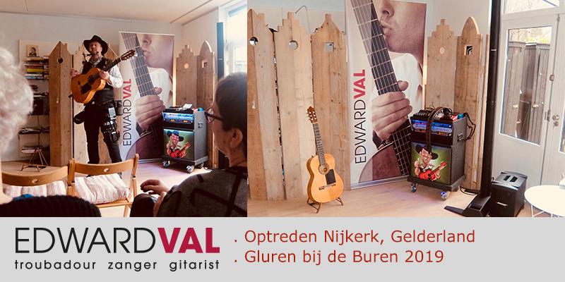 Troubadour zanger gitarist Edward Val Gluren bij de Buren Nijkerk Huiskameroptreden Muziek Cabaret