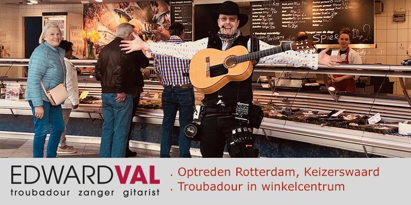 Rotterdam Winkelcentrum Keizerswaard Zuid Holland | Troubadour zanger gitarist Edward Val | Improvisatie liedjes | Vishandel Jaap den Ouden | Mobiele live muziek inhuren