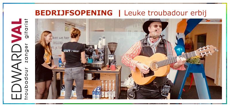Troubadour zanger gitarist bedrijfsopening event feestelijk leuke liedjes mobiel welkom nijkerk ggz centraal edward vall