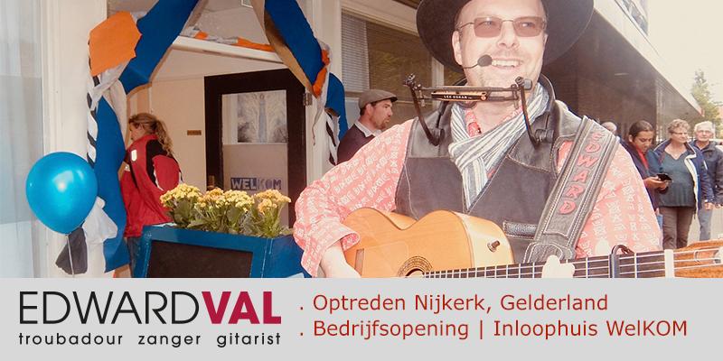 Zanger gitarist Edward Val | Welkom Willem Alexanderplein Samenwerking GGZ Centraal Gemeente Nijkerk inloophuis feestelijke opening troubadour gelderland