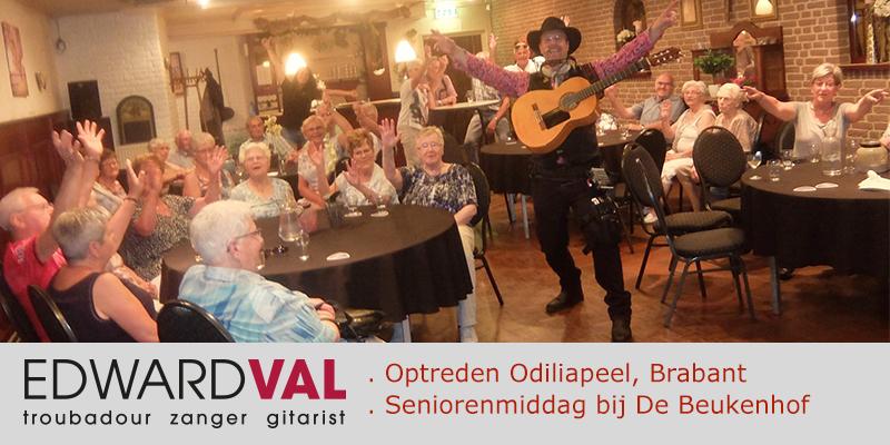 Zanger gitarist troubadour Edward Val | Optreden Jongerenraad Odiliapeel Uden Noord Brabant Seniorenmiddag leuke liedjes van vroeger Kroeg De Beukenhof | 00