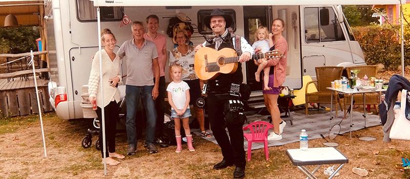 Jan-Klaassen-Dromenland-kindercamping-muzikale-verrassing-cadeau-huwelijkspaar-trouwjubileum-huwelijksjubileum-gouden-bruiloft-edward-val-