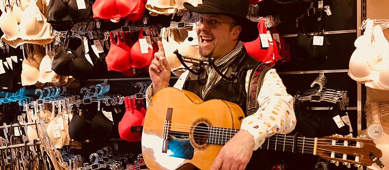 Tips troubadour zanger gitarist inhuren advies goede ervaring edward val winkelcentrum muzikant