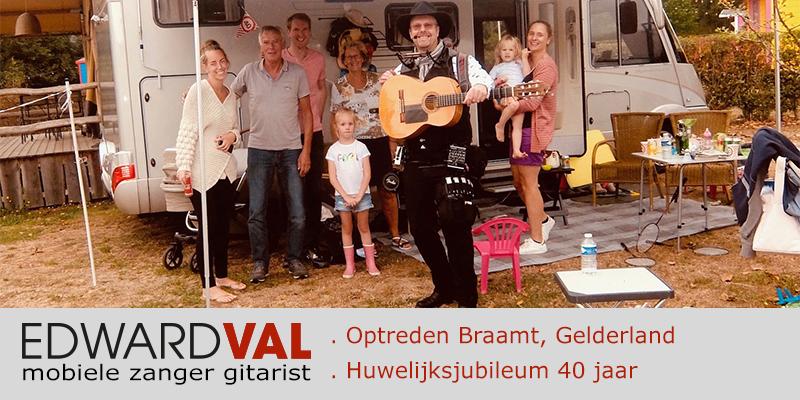 zanger gitarist Edward Val boeken troubadour doetinchem gelderland inhuren jan klaassen dromenland camping muzikaal verrassing optreden cadeau