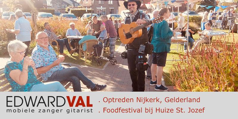 Beweging 3.0 Ijscootje Nijkerk Troubadour Edward Val Mobiele live muziek Huize St Jozef Foodfestival