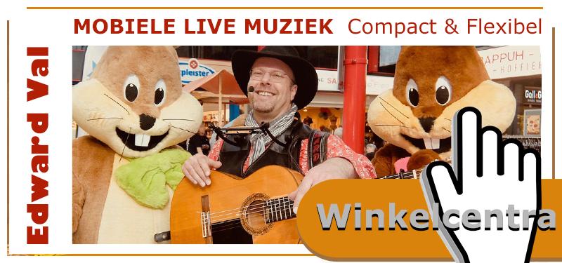 winkelcentra mobiele-muzikant-zanger-gitarist-troubadour-edward-val-winkelcentrum-terras-rondlopende-act-zang-gitaar-interactief-animatie-utrecht-gelderland-overijssel